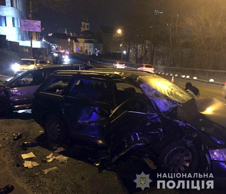 08_kyevDTP3 Лобове зіткнення в центрі Києва: одна людина загинула, четверо поранені (ФОТО)