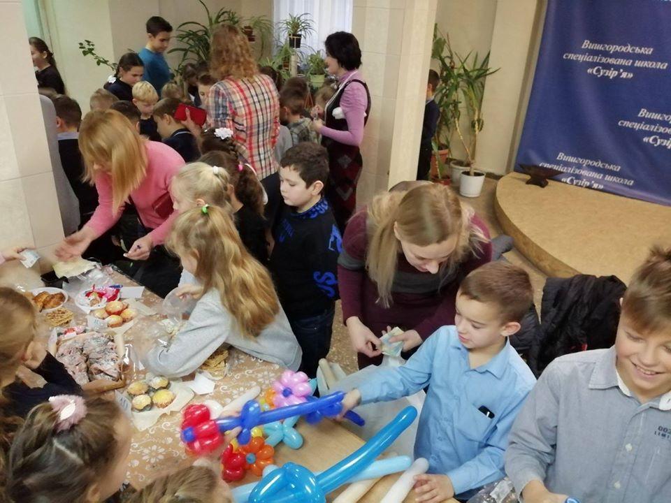 Вишгородські школярі продавали смаколики, щоб допомогти стареньким - Київщина Вишгород - 1217 Suz1