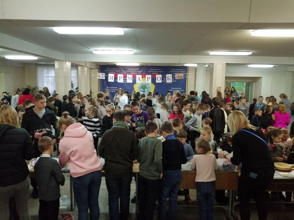 Вишгородські школярі продавали смаколики, щоб допомогти стареньким - Київщина Вишгород - 1217 Suz2