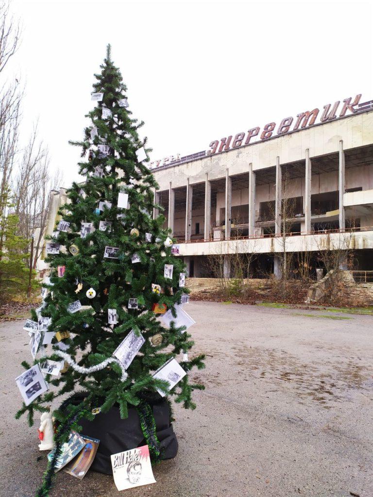 Вперше після аварії на ЧАЕС у Прип'яті встановили новорічну ялинку - Чорнобильська катастрофа, ЧАЕС, новорічна ялинка, київщина - 1225 Prypyat3