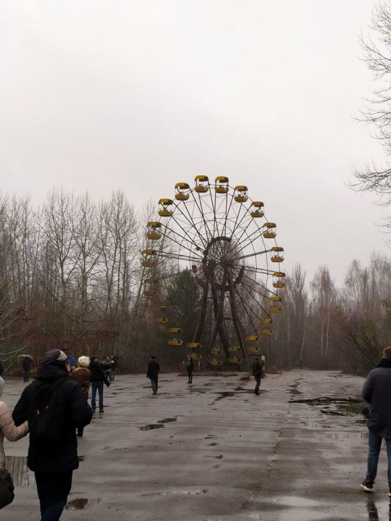 Вперше після аварії на ЧАЕС у Прип'яті встановили новорічну ялинку - Чорнобильська катастрофа, ЧАЕС, новорічна ялинка, київщина - 1225 prypyat4