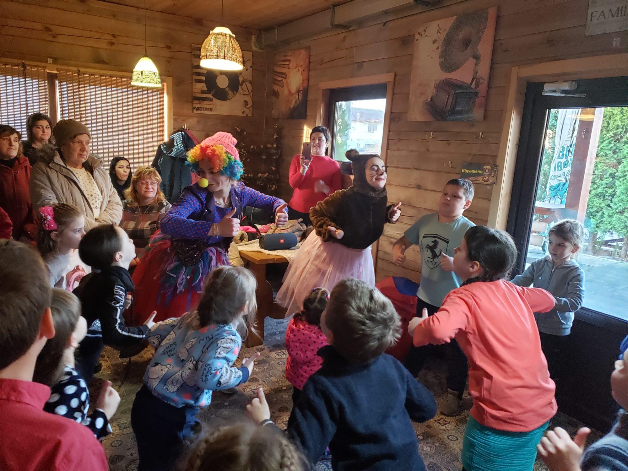 """Дитяче свято у """"Family House"""" в Броварах (відео) -  - 20191218 142441 2000x1500"""