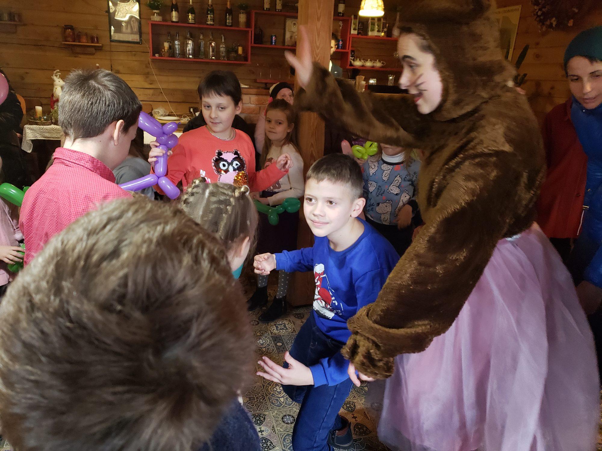 """Дитяче свято у """"Family House"""" в Броварах (відео) -  - 20191218 144728 2000x1500"""