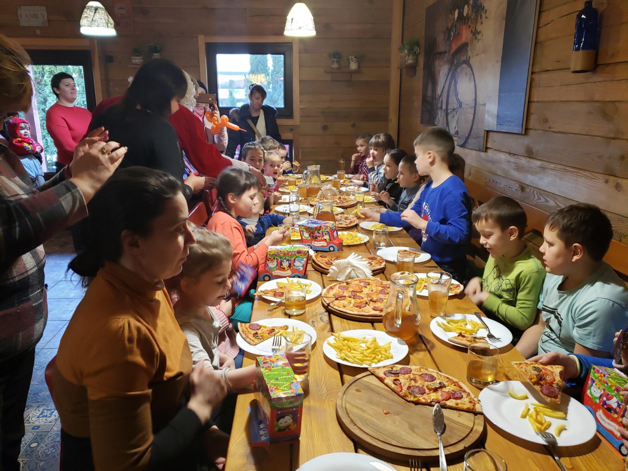 """Дитяче свято у """"Family House"""" в Броварах (відео) -  - 20191218 150203 2000x1500"""