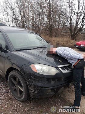 Киянку жорстоко побили, забрали авто та покинули в лісі на Макарівщині (ВІДЕО) - авто - 21 zlodij