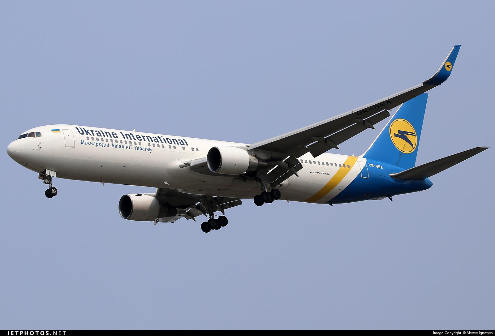 """47645_1433266879 У """"Борисполі"""" під час наземного обслуговування пошкодили літак Boeing 767-300 UR-GEA"""