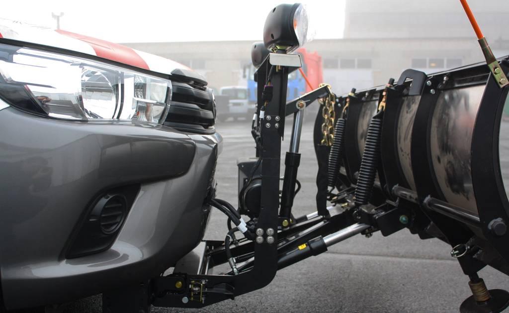 74350727_1221345684716170_7918352863984615424_o В Україні створили спецавтомобіль для дорожніх служб