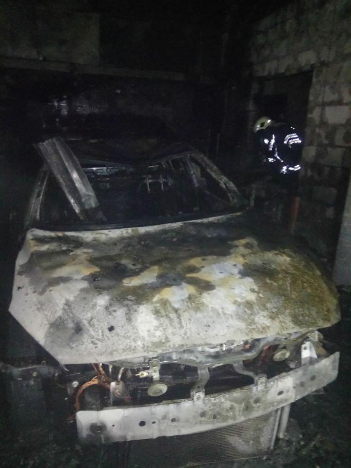 У Броварах вогонь знищив двоповерховий гараж та автівку Mazda -  - 78280052 1444203629063212 5566532938536845312 o