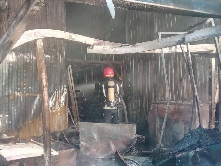У Києві горить швейна фабрика -  - 78309169 864235190639235 4227652093181165568 n