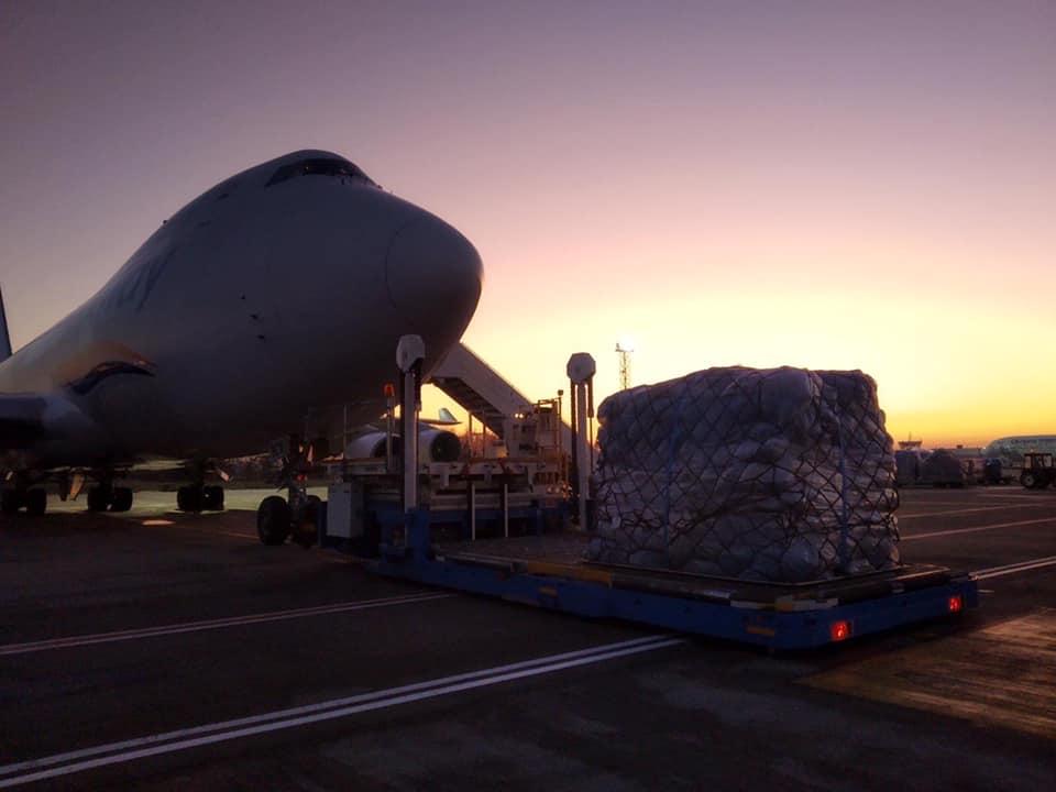 """В аеропорт """"Бориспіль"""" прибув літак із  майже мільйоном посилок з """"чорної п'ятниці"""" -  - 78415625 3096006547095660 590468470311747584 n"""