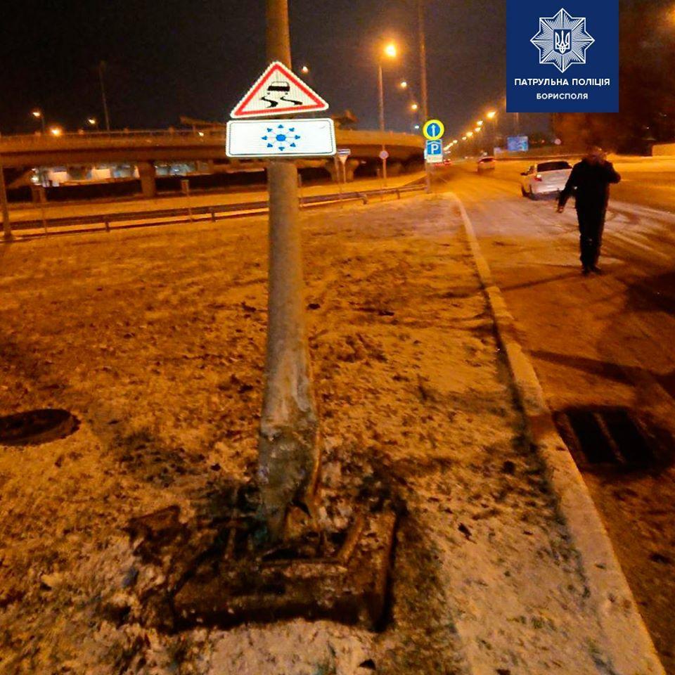 На Бориспільському шосе легковик збив електроопору -  - 78592373 2558654961022957 18449530236174336 o