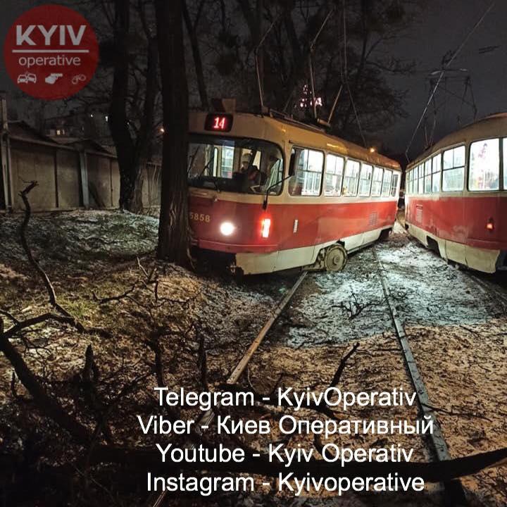 Столичний трамвай в'їхав у дерево -  - 78660011 862031980859556 4203059093264400384 n
