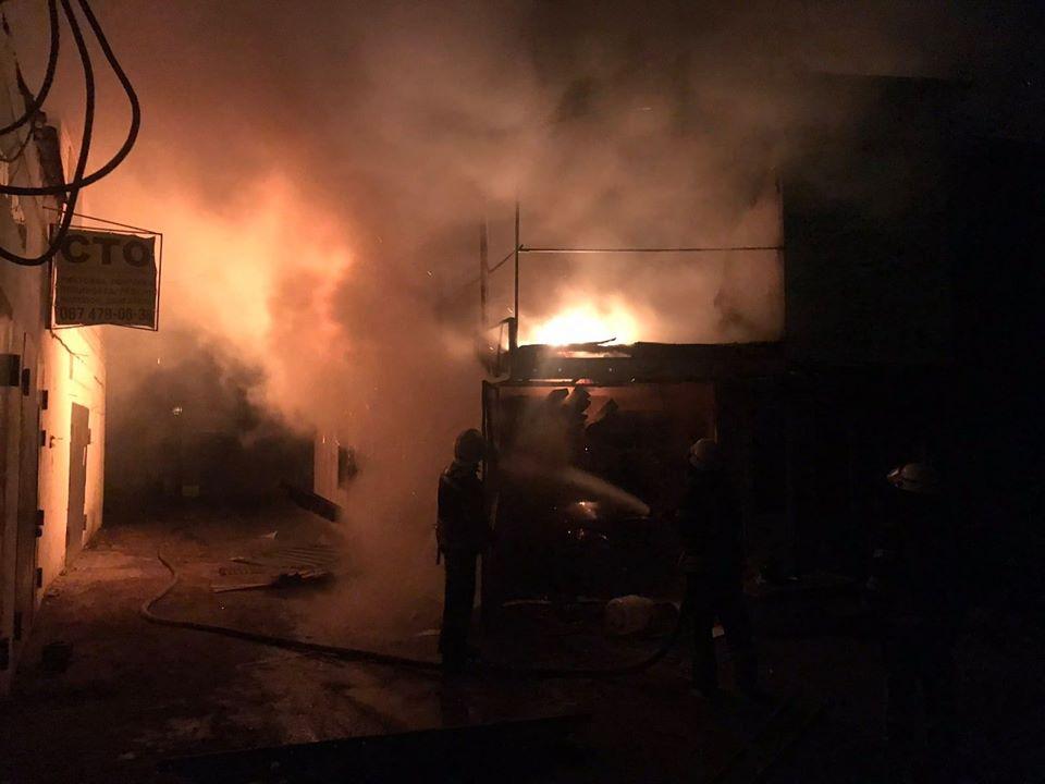 У Броварах вогонь знищив двоповерховий гараж та автівку Mazda -  - 78869537 1444203342396574 1008802266376830976 o