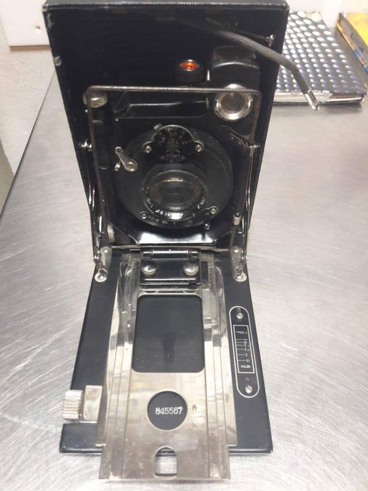 """78932478_721447471675157_8592244206368456704_o Прикордонники """"Борисполя"""" відібрали у іноземця старовинний фотоапарат"""