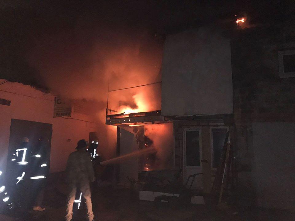 У Броварах вогонь знищив двоповерховий гараж та автівку Mazda -  - 79094694 1444203332396575 353216529875075072 o