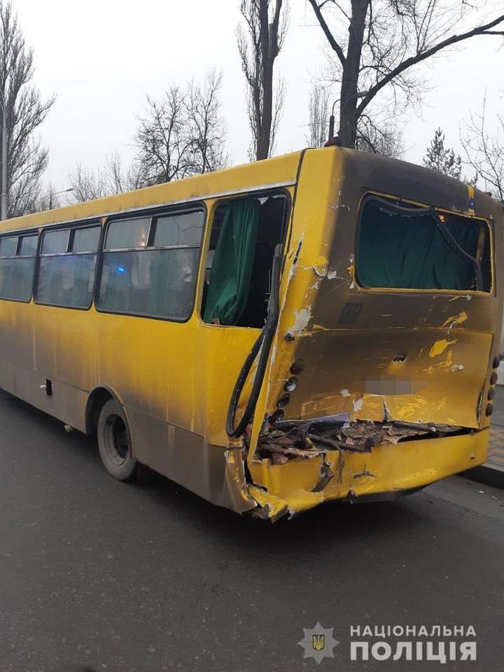 79162032_870633859999368_7638114902279716864_n У Києві вантажівка в'їхала у маршрутку, п'ятьох пасажирів госпіталізували