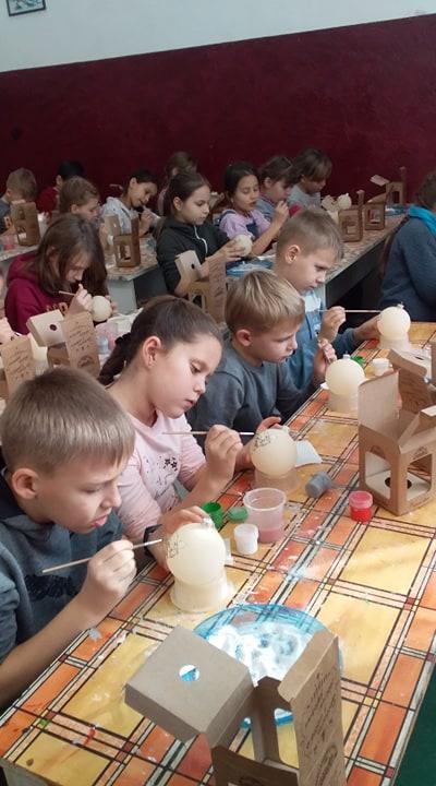 Школярі з Українки побували на фабриці ялинкових прикрас у Клавдієво -  - 79764086 1034801386856051 8214841135101640704 n