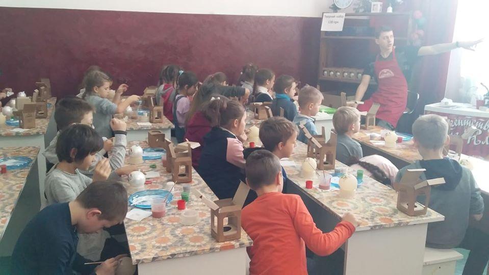 Школярі з Українки побували на фабриці ялинкових прикрас у Клавдієво -  - 80599605 1034801223522734 5459866867394936832 o