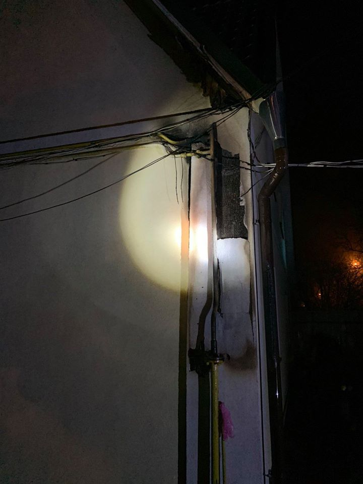 У Бучі рятувальники попередили загорання будинку та вибух газу - рятувальники, Приірпіння, пожежа, Надзвичайна подія, київщина, ДСНС України у Київській області, Буча - Bucha gor fasad 1