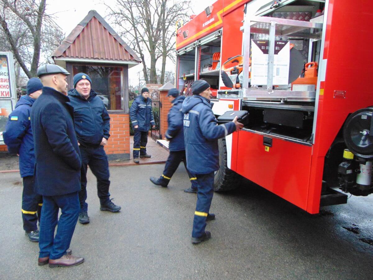 Обновка ДСНСників: фастівські рятувальники отримали нове пожежно-рятувальне авто - Фастів - DSC01475