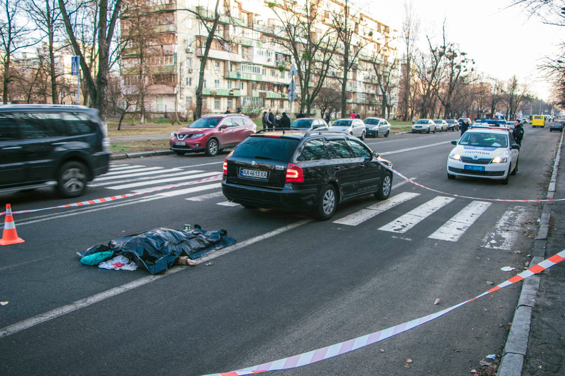 Здавав назад та задавив: у Києві на пішохідному переході загинула жінка -  - DTP 5 iz 10