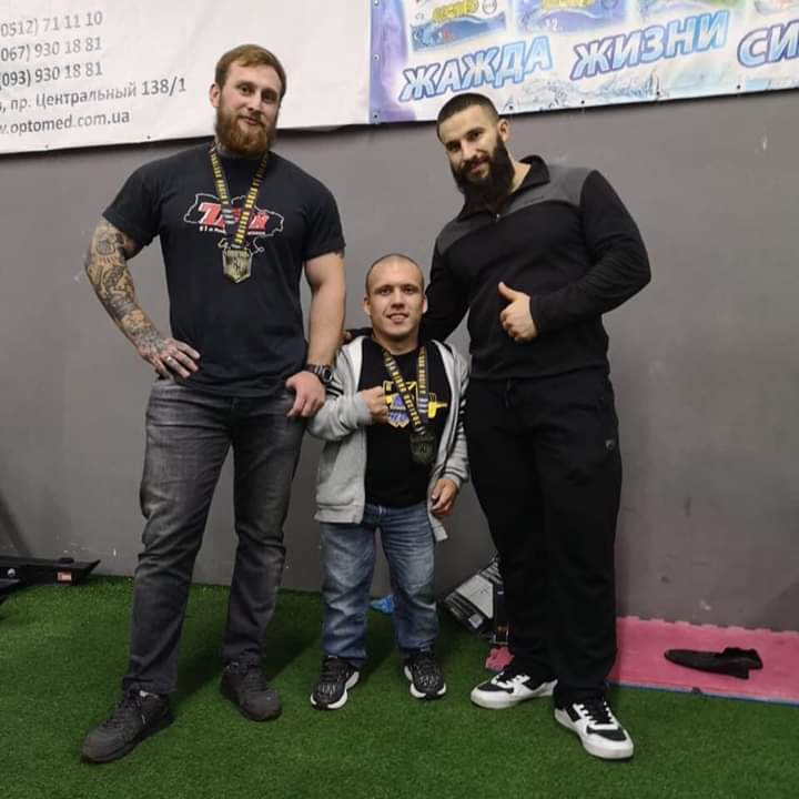 """Сам важить 40 кг, а підняв 140 кг: новий рекорд """"залізного"""" Макса із Бучі -  - FB IMG 1575891492507"""