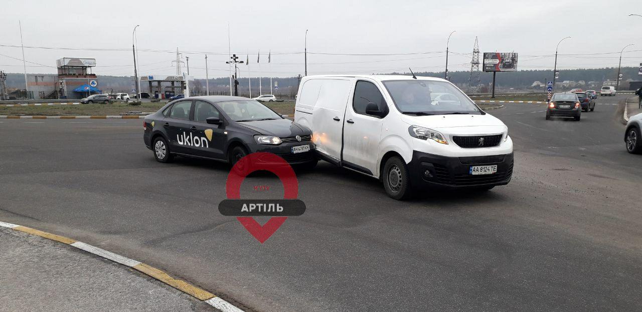 ДТП на виїзді з Ірпеня: зіткнулись Volkswagen і Peugeot -  - IMG 20191205 093518 586