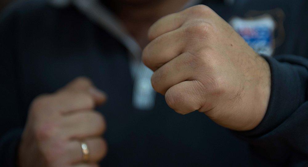 У Славутичі поліцейські затримали чоловіка за бійку з сусідом -  - RzB1