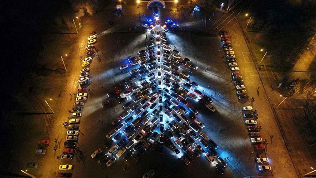Ялинка із сотні автомобілей - флешмоб - avtoyalynka
