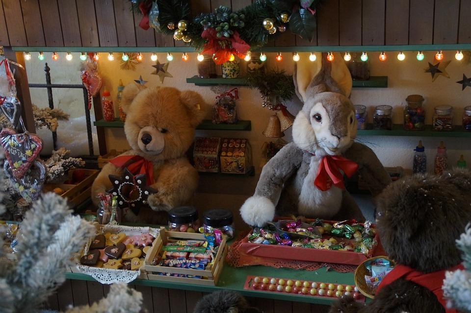 Як обрати безпечні іграшки дітям -  - christmas market 545690 960 720