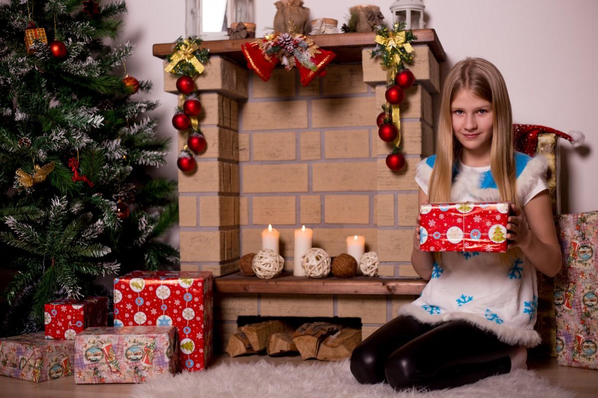 Як обрати безпечні іграшки дітям -  - christmas tree new years eve gifts kids girl ornament new years eve ball holiday 833688