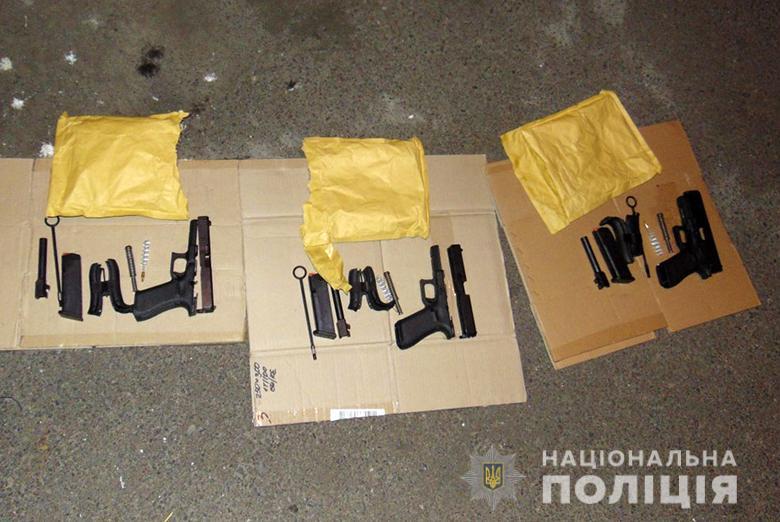 У Києві в іноземця вилучено три пістолети -  - dar2