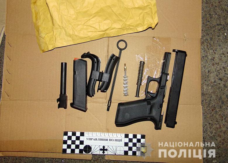 У Києві в іноземця вилучено три пістолети -  - dar31