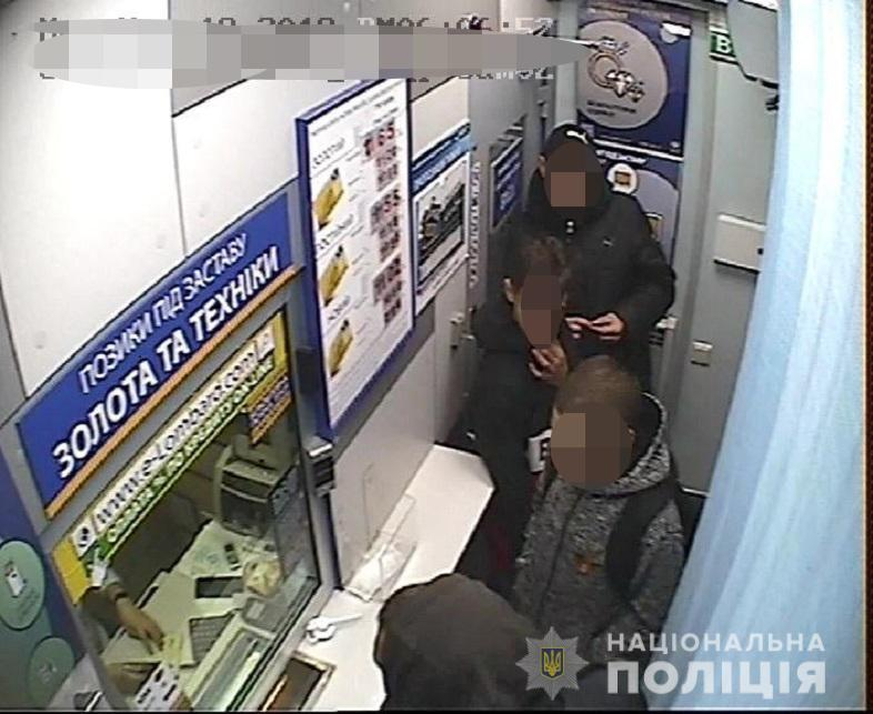 У столиці пограбували неповнолітнього з Броварів -  - desna04122019grab