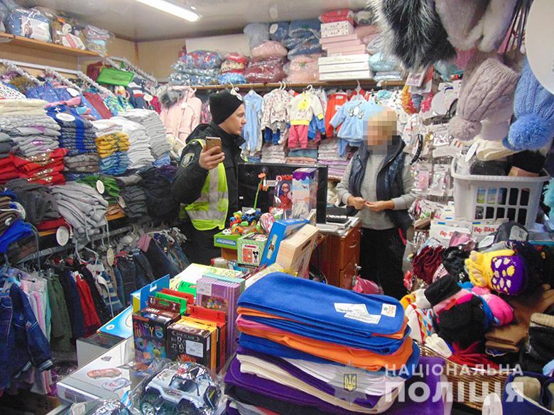 Двох киян затримали за розбійний напад на дитячий магазин -  - dniprorozbdm091220195