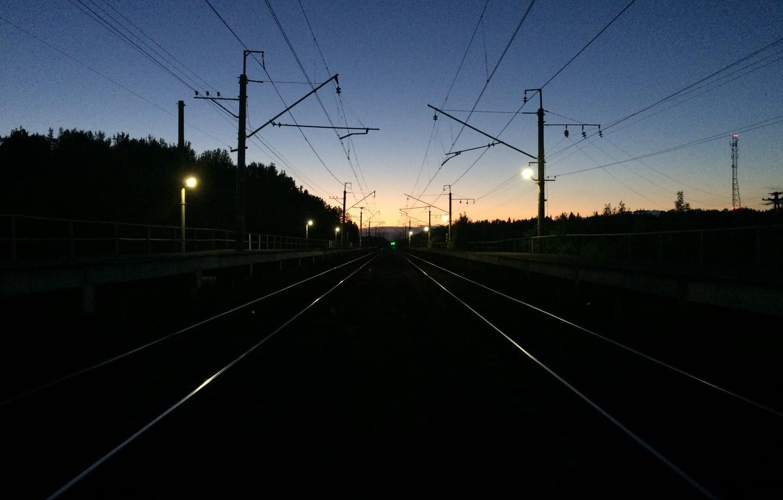 В Ірпені неповнолітні влаштували небезпечний відпочинок поруч із коліями залізниці -  - doroga zheleznaia doroga relsy put noch