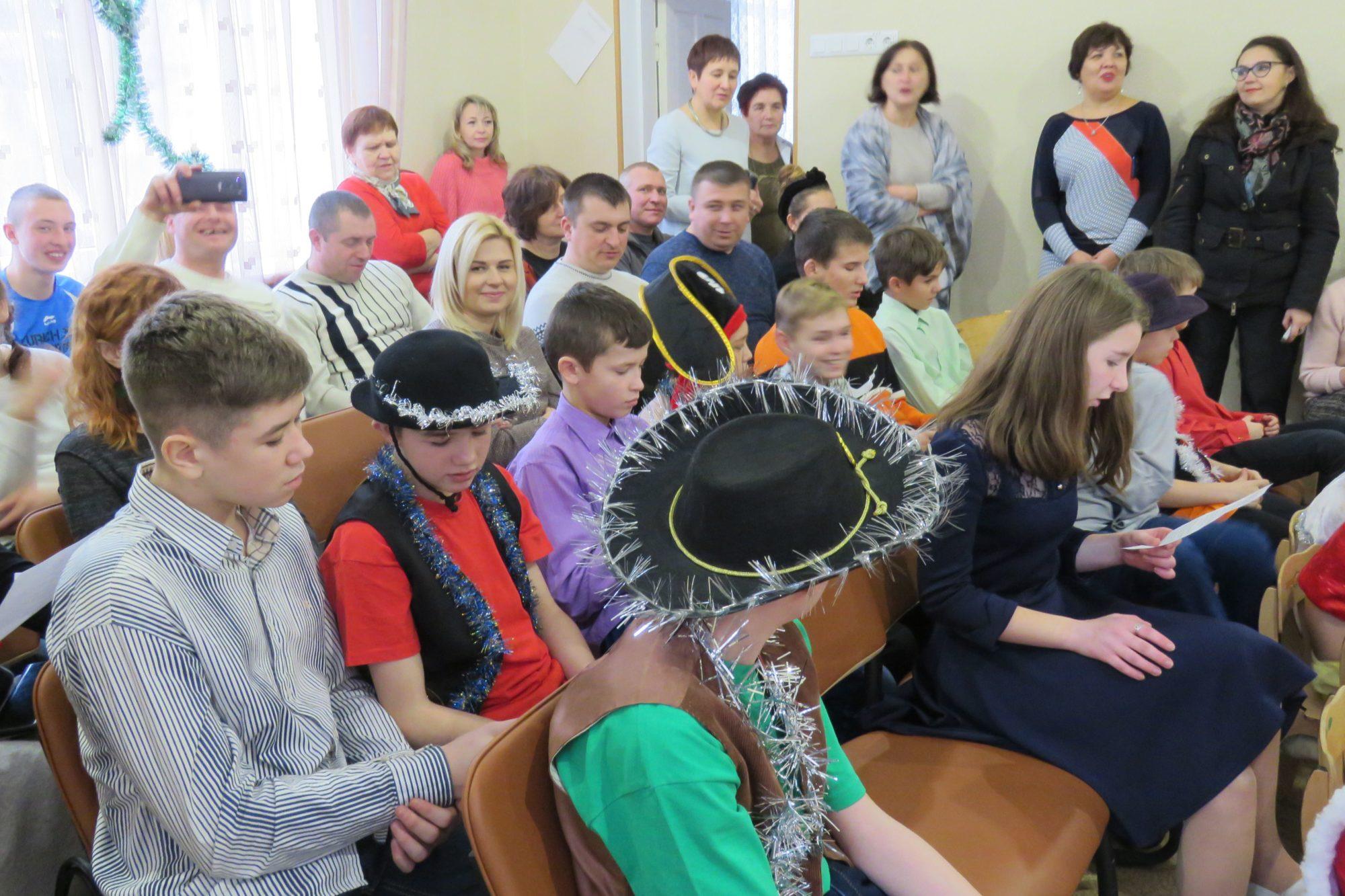 Свято для дітей: у Білій Церкві привітали вихованців центру «Злагода» - Біла Церква - imgbig 12 2000x1333