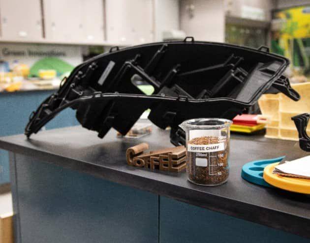 medium Екологічна інновація: з кавових відходів виготовлятимуть біопластик для машин (ВІДЕО)