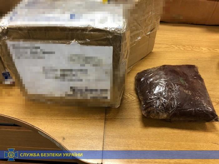 Наркотики поштою: на Київщині викрито міжнародних контрабандистів -  - n 6857 22134911