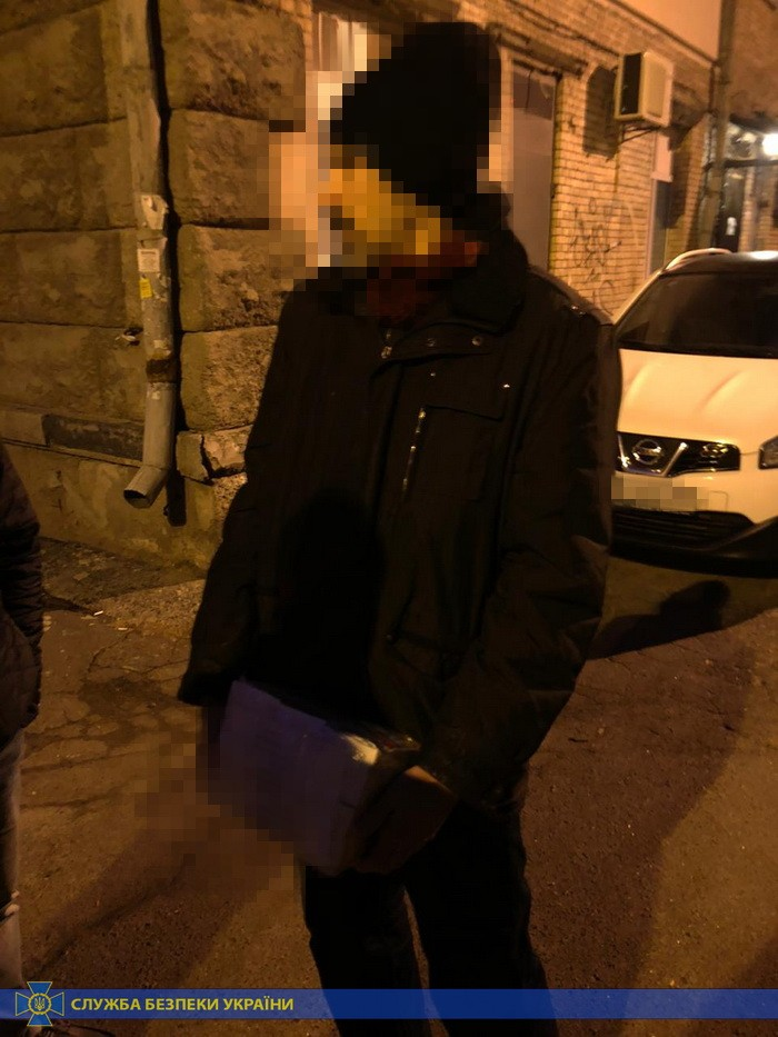 Наркотики поштою: на Київщині викрито міжнародних контрабандистів -  - n 6857 35104084