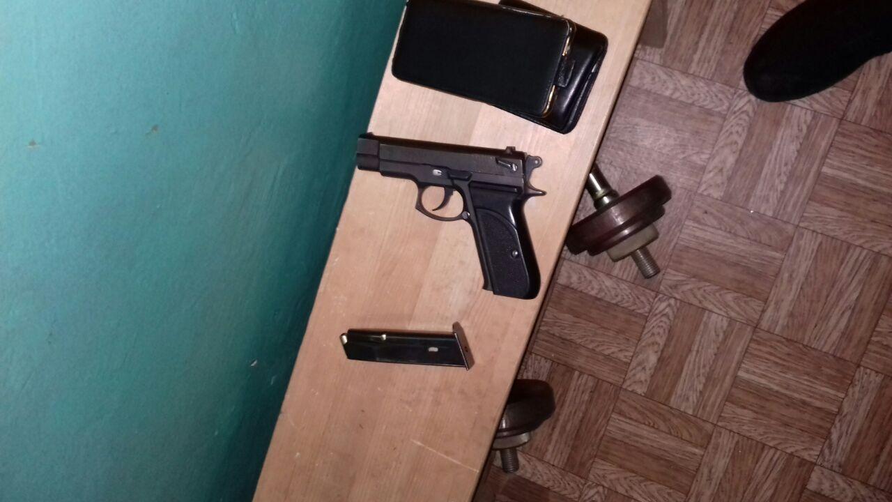У Києві чоловік хотів вчинити самогубство руками поліцейського -  - photo5438128921674623892