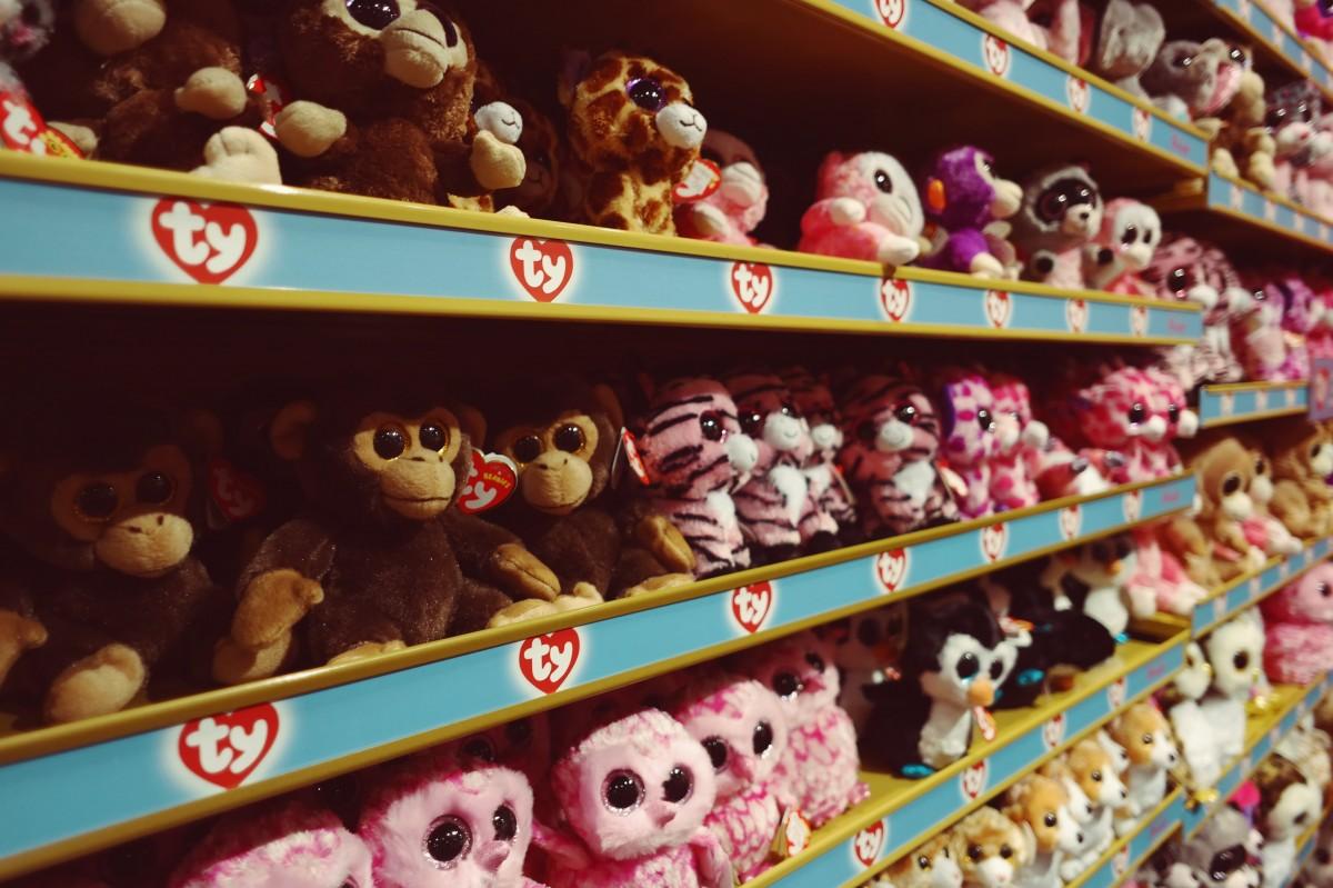 Як обрати безпечні іграшки дітям -  - soft toy shelf toys shop store childhood gift sale 1073095