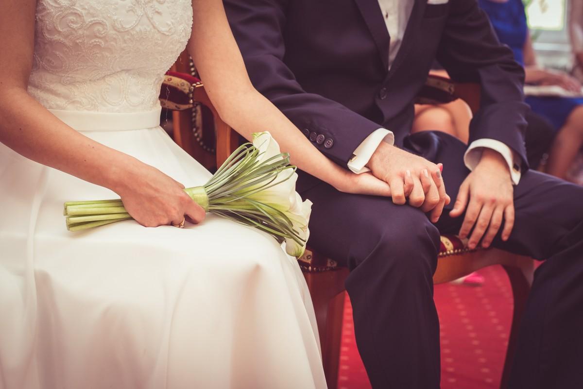 Зареєструвати шлюб у РАЦС чи з нотаріусом: молодята обиратимуть