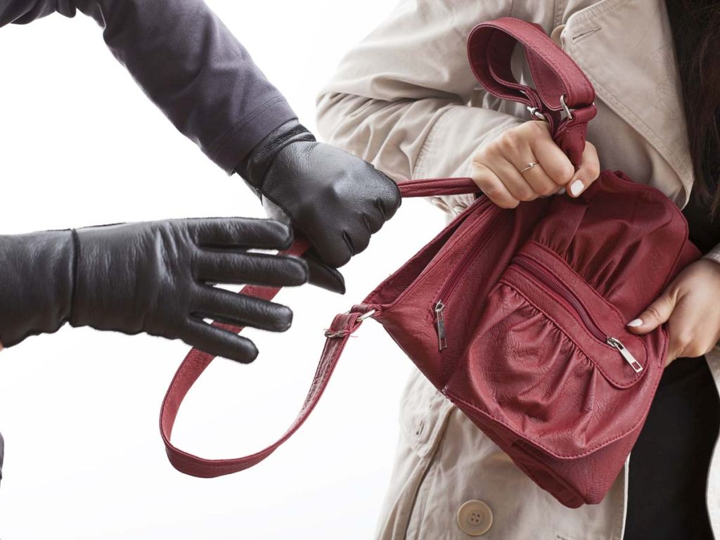 У Фастові грабіжник серед вулиці напав на жінку - Фастів, пограбування - xgrabezh.jpg.pagespeed.ic .1hzfrPOI89