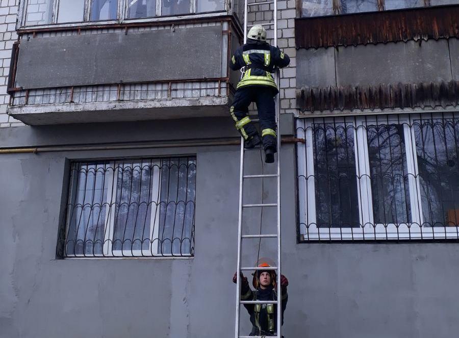Стався інсульт: в Ірпені рятувальники, піднявшись по драбині, визволили чоловіка з квартири -  - 0 02 0a 6e23815e03e7b0460d82777e45fa6a82ee5e6c51f2524043f6839d9e6b56a030 7461f75e kopyya 1
