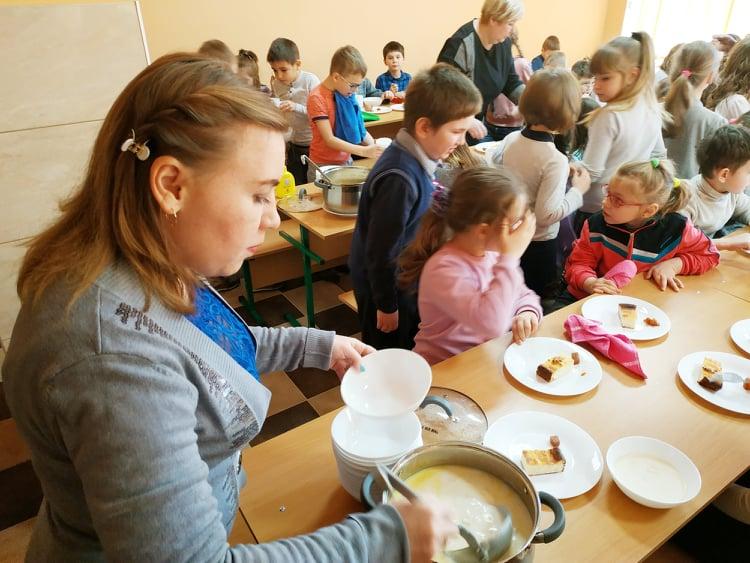 Нова система шкільного харчування на Вишгородщині: чи смачно? - РДА, київщина, відділ освіти, Вишгород - 0128 Harchi yidyat2 vchyt