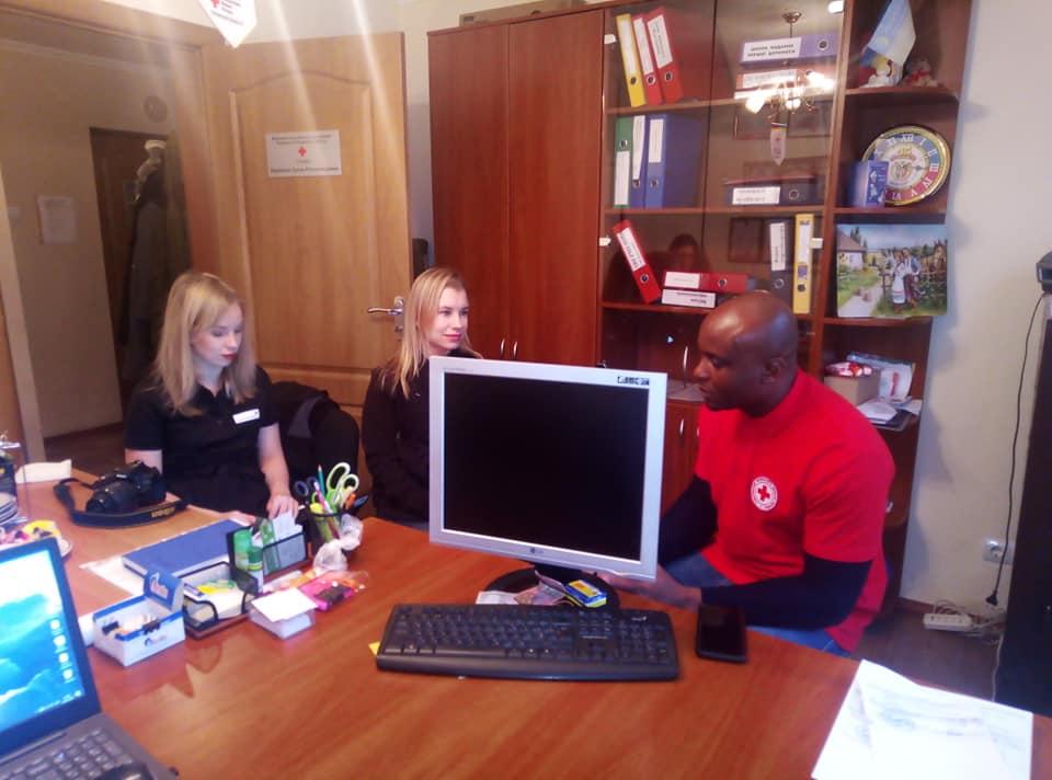 У Вишгородській червонохресній організації діє програма «Краса» - Червоний Хрест, київщина, волонтери, Вишгород - 0131 CHH Fin