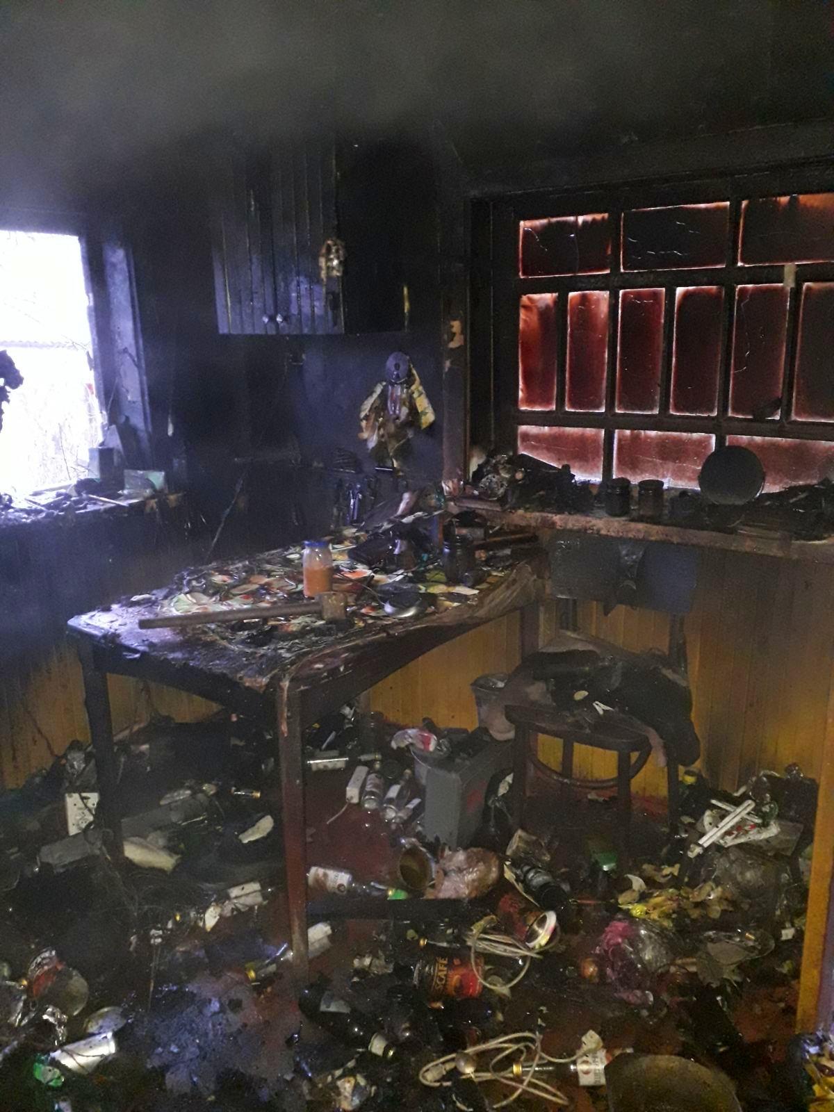 На Бородянщині через пожежу на кухні ледь не згоріла вся будівля - Пісківка - 02 1