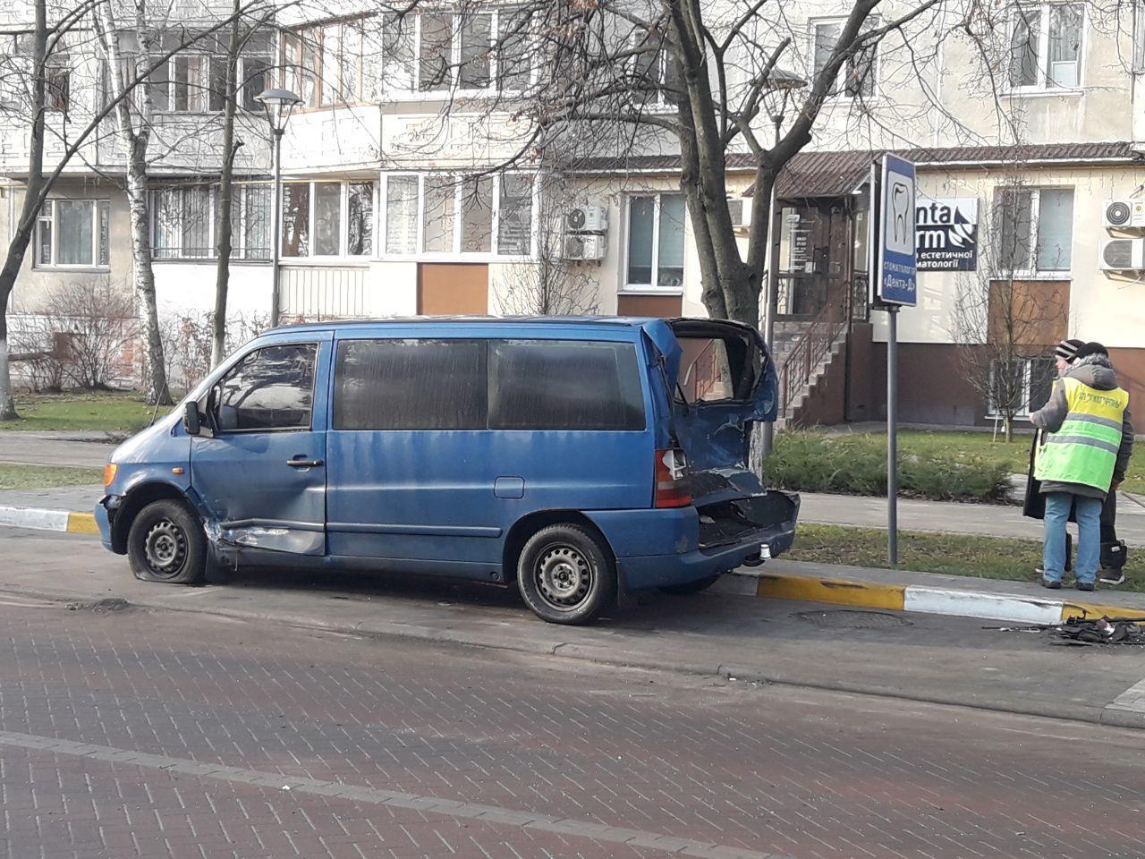 """В Ірпені водій """"грав у боулінг"""" припаркованими машинами -  - 1 8"""