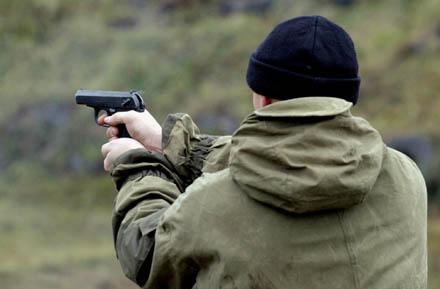 В Ірпені п'яний офіцер стріляв у чоловіка -  - 1321988140 pistolet